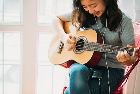 Teen Guitar lessons—Small classes